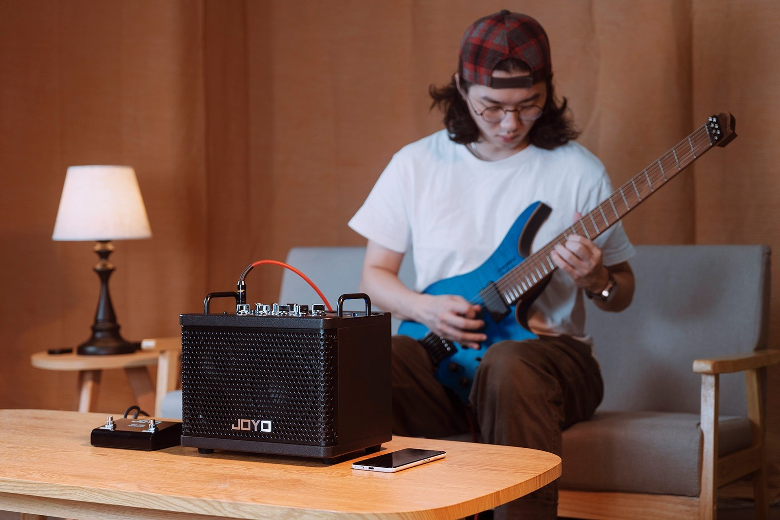 New model of portable electric guitar amp: DC-15S!