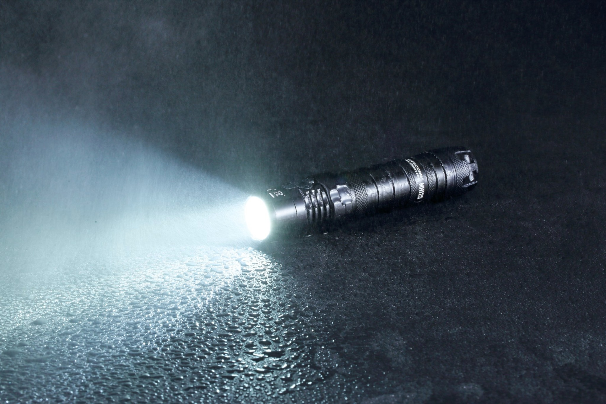 The MH12S flashlight has 1,500 hours ultra long runtime which enables a consistent usage of 60 days on ULTRALOW.😉 It is all-weather applicable as IP68 rated, 2m submersible and 1m impact resistant.😲😳